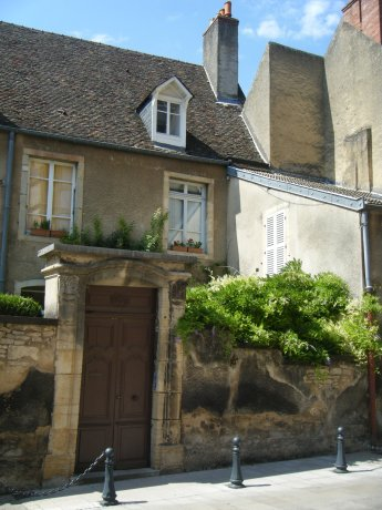 5 Reasons to Fall in Love with Beaune in Burgundy, France - www.AFriendAfar.com