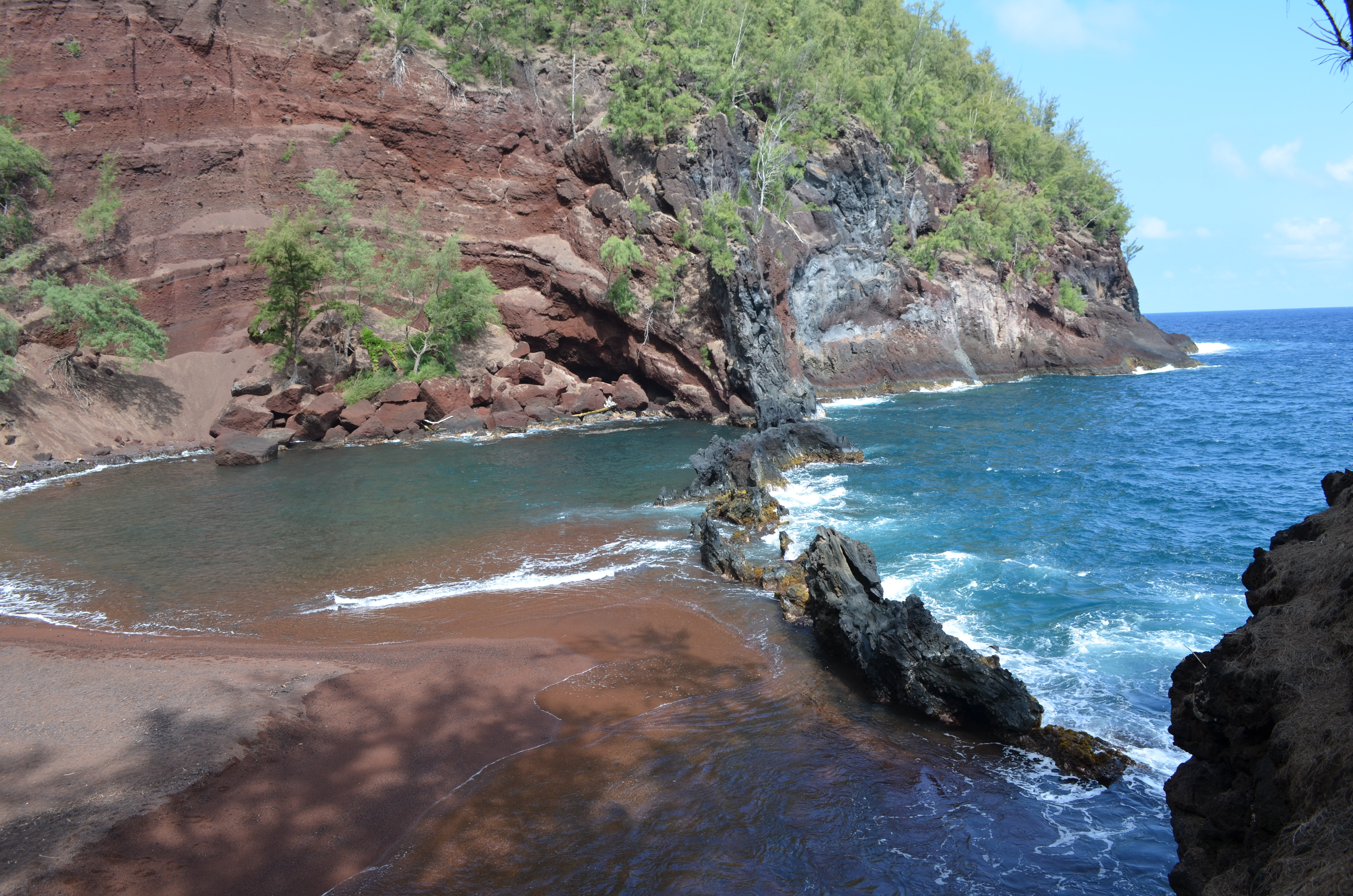 how to stay cheaply in maui